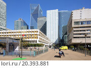 Купить «PARIS, FRANCE - SEP 12, 2014: Street with pedestrians and the skyline of the business district La Defense in Paris», фото № 20393881, снято 12 сентября 2014 г. (c) Losevsky Pavel / Фотобанк Лори