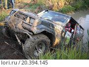 Купить «RUSSIA, PUSHKINO – 20 SEP, 2014: Off-road vehicle is overcome from water obstacle at Rainforest Challenge Russia Autumn 2014 PRO-X.», фото № 20394145, снято 20 сентября 2014 г. (c) Losevsky Pavel / Фотобанк Лори