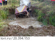 Купить «RUSSIA, PUSHKINO – 20 SEP, 2014: Off-road vehicle is get stucked in water at Rainforest Challenge Russia Autumn 2014 PRO-X at sunny day.», фото № 20394153, снято 20 сентября 2014 г. (c) Losevsky Pavel / Фотобанк Лори