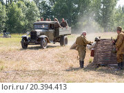Купить «NELIDOVO, RUSSIA- JULY 12, 2014: Battlefield 2014: Soviet army truck with soldiers in the back», фото № 20394413, снято 12 июля 2014 г. (c) Losevsky Pavel / Фотобанк Лори
