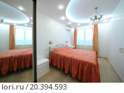 Купить «Interior modern bedroom with double bed, bedside tables and sliding door wardrobe», фото № 20394593, снято 24 мая 2014 г. (c) Losevsky Pavel / Фотобанк Лори