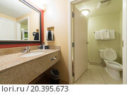 Купить «USA, NEW-YORK - 30 AUG, 2014: The interior of a bathroom with toilet and sink in Courtyard Washington Convention Center.», фото № 20395673, снято 30 августа 2014 г. (c) Losevsky Pavel / Фотобанк Лори