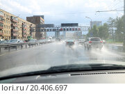 Купить «Lots of cars driving on road on rainy summer day in city. View from car interior.», фото № 20406697, снято 19 июля 2013 г. (c) Losevsky Pavel / Фотобанк Лори