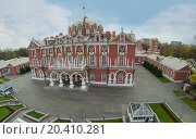 MOSCOW - OCT 10: View from unmanned quadrocopter on beautiful facade of Petroff Palace on October 10, 2013 in Moscow, Russia. Редакционное фото, фотограф Losevsky Pavel / Фотобанк Лори
