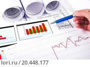 Купить «The hand specifies the chart of growth», фото № 20448177, снято 9 июля 2011 г. (c) easy Fotostock / Фотобанк Лори