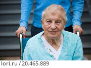 Senior lady in wheelchair with caretaker. Стоковое фото, фотограф Melpomene / easy Fotostock / Фотобанк Лори