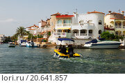 Купить «Homes and canals at residential marina. Empuriabrava», фото № 20641857, снято 14 мая 2015 г. (c) Яков Филимонов / Фотобанк Лори