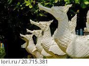 Купить «Статуэтки тайских петухов», эксклюзивное фото № 20715381, снято 22 октября 2015 г. (c) Хайрятдинов Ринат / Фотобанк Лори