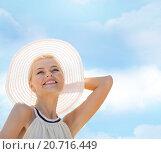 beautiful woman enjoying summer outdoors. Стоковое фото, фотограф Syda Productions / Фотобанк Лори