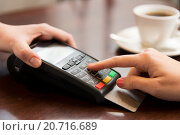 close up of hands with credit card reader at cafe. Стоковое фото, фотограф Syda Productions / Фотобанк Лори