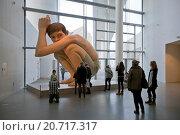 Купить «Гиперреалистическая скульптура Рона Муека (Ron Mueck) - Мальчик. ARoS Aarhus Kunstmuseum, Орхус. Дания.», фото № 20717317, снято 18 октября 2014 г. (c) Elizaveta Kharicheva / Фотобанк Лори