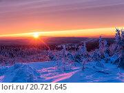 Красивый алый закат в зимних горах, фото № 20721645, снято 5 января 2016 г. (c) Евгений Ткачёв / Фотобанк Лори