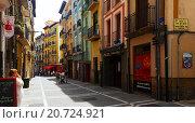Old street in historic part of Pamplona. Navarre, Spain (2015 год). Редакционное фото, фотограф Яков Филимонов / Фотобанк Лори
