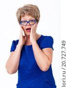Удивленная пожилая женщина, белый фон. Стоковое фото, фотограф Кекяляйнен Андрей / Фотобанк Лори