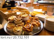 Купить «close up of buns and cakes at cafe or bakery», фото № 20732101, снято 1 декабря 2015 г. (c) Syda Productions / Фотобанк Лори