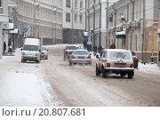 Автомобили полиции и МЧС спешат на вызов по 1-му Колобовскому переулку (2016 год). Редакционное фото, фотограф Александр Михайловский / Фотобанк Лори
