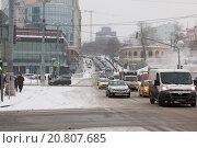 Автомобильная пробка на Рождественском бульваре перед Трубной площадью (2016 год). Редакционное фото, фотограф Александр Михайловский / Фотобанк Лори