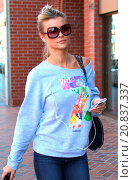Купить «Joanna Krupa out and about running errands on Bedford Drive in Beverly Hills listing with her earphones Featuring: Jonna Krupa Where: Los Angeles, California...», фото № 20837337, снято 20 апреля 2015 г. (c) age Fotostock / Фотобанк Лори
