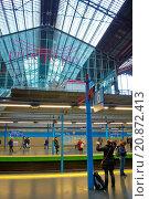 Купить «Principe Pio station, metro platrforms, Madrid, Spain», фото № 20872413, снято 13 декабря 2014 г. (c) age Fotostock / Фотобанк Лори