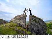 Купить «Мужчина и женщина сложили руки в форме сердца, стоя на высокой горе в Крыму», фото № 20925393, снято 15 мая 2015 г. (c) Алексей Маринченко / Фотобанк Лори
