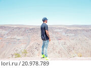 Купить «Lewis Hamilton takes in the view of Death Valley. Earlier in the day, Hamilton became stuck in Death Valley after his car ran out of petrol while driving...», фото № 20978789, снято 29 мая 2015 г. (c) age Fotostock / Фотобанк Лори
