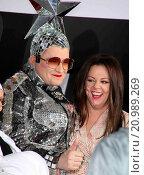 Купить «New York premiere of 'Spy' at AMC Loews Lincoln Square - Red Carpet Arrivals Featuring: Verka Serduchka, Melissa McCarthy Where: New York City, United States When: 01 Jun 2015 Credit: PNP/WENN.com», фото № 20989269, снято 1 июня 2015 г. (c) age Fotostock / Фотобанк Лори