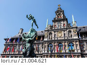 The City Hall (Dutch: Stadhuis) of Antwerp, Belgium, stands on the western side of Antwerp´s Grote Markt (Great Market Square). Erected between 1561 and... Стоковое фото, фотограф Hanneke Wetzer / age Fotostock / Фотобанк Лори