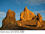 Купить «Sunset light on Tufa rock formations at the Trona Pinnacles, California.», фото № 21013189, снято 18 октября 2009 г. (c) age Fotostock / Фотобанк Лори