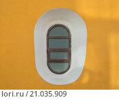 Овальное окно на стене. Стоковое фото, фотограф Юрий Александров / Фотобанк Лори