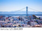 Висячий мост через залив Сан-Франциско в штате Калифорния между городами Сан-Франциско и Оклендом (San Francisco–Oakland Bay Bridge) (2015 год). Стоковое фото, фотограф Сергей Новиков / Фотобанк Лори