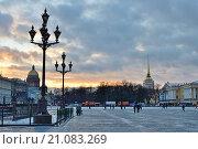Старые фонари на Дворцовой площади, Санкт-Петербург (2015 год). Стоковое фото, фотограф Максим Мицун / Фотобанк Лори