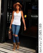 Купить «Alesha Dixon leaving the BBC Radio 2 studios Featuring: Alesha Dixon Where: London, United Kingdom When: 19 Jun 2015 Credit: WENN.com», фото № 21085189, снято 19 июня 2015 г. (c) age Fotostock / Фотобанк Лори