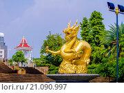 Купить «Золотой Дракон, Пхукет-таун (Таиланд)», эксклюзивное фото № 21090997, снято 25 октября 2015 г. (c) Хайрятдинов Ринат / Фотобанк Лори