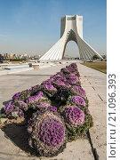 Башня Азади в Тегеране, Иран (2015 год). Редакционное фото, фотограф Екатерина Гусева / Фотобанк Лори