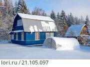 Дачный участок с домом зимой. Стоковое фото, фотограф Елена Коромыслова / Фотобанк Лори