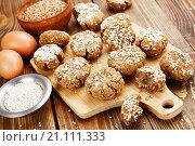 Купить «Домашнее печенье из гречневой крупы с кунжутом», фото № 21111333, снято 25 января 2016 г. (c) Надежда Мишкова / Фотобанк Лори
