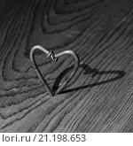 Сердечко из гвоздей. Стоковое фото, фотограф Петеляева Татьяна / Фотобанк Лори