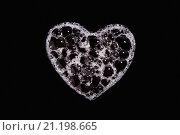 Сердечко из пены на чёрном фоне. Стоковое фото, фотограф Петеляева Татьяна / Фотобанк Лори