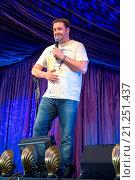 Купить «Latitude Festival Final Day at Henham Park, Southwold, Suffolk Featuring: Jason Manford Where: Southwold, United Kingdom When: 19 Jul 2015 Credit: WENN.com», фото № 21251437, снято 19 июля 2015 г. (c) age Fotostock / Фотобанк Лори