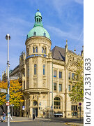 Купить «Historic building of the Hannoversche Bank, nowadays domicile of the Deutsche Bank, at the Georgsplatz Square in Hannover, Germany.», фото № 21331633, снято 19 октября 2013 г. (c) age Fotostock / Фотобанк Лори