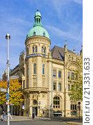 Купить «Historic building of the Hannoversche Bank, nowadays domicile of the Deutsche Bank, at the Georgsplatz Square in Hannover, Germany.», фото № 21331633, снято 19 октября 2013 г. (c) age Fotostock / Фотобанк Лори