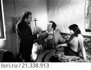 Купить «Italian actor Ugo Tognazzi and Italian director Bernardo Bertolucci preparing a scene in Tragedy of a Ridiculous Man. Italy, 1081», фото № 21338913, снято 21 октября 2018 г. (c) age Fotostock / Фотобанк Лори