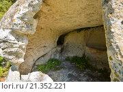 Купить «Внутренний вид пещер пещерного города на плато Эски-Кермен. Крым.», эксклюзивное фото № 21352221, снято 9 сентября 2015 г. (c) Владимир Чинин / Фотобанк Лори