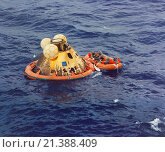 Купить «Pacific Ocean: July 24, 1969 The three Apollo crewmen, Neil Armstrong, Michael Collins, and Edwin Buzz Aldrin await pickup by a Navy helicopter from the...», фото № 21388409, снято 2 декабря 2015 г. (c) age Fotostock / Фотобанк Лори