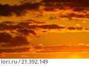 Купить «Небесный пейзаж в оранжевых тонах», фото № 21392149, снято 30 мая 2015 г. (c) Сергей Трофименко / Фотобанк Лори