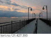 Купить «Pier of Miedzyzdroje, West Pomerania, Poland / Seebrücke von Miedzyzdroje, Westpommern, Polen», фото № 21427393, снято 25 мая 2015 г. (c) age Fotostock / Фотобанк Лори