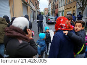 Купить «Belgium police carried out raids and house searches, but arrested no terrorists in muslim area Molenbeek in Brussels.», фото № 21428005, снято 16 ноября 2015 г. (c) age Fotostock / Фотобанк Лори