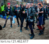 Hundreds of punks and activists danced on the shore of the Thames... (2015 год). Редакционное фото, фотограф WENN.com / age Fotostock / Фотобанк Лори