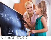 Купить «Mother and little daughter doing sum», фото № 21472017, снято 12 ноября 2019 г. (c) Яков Филимонов / Фотобанк Лори