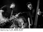 Photo of a band playing on a stage. Male guitarist, male bassist and female drummer. Shot with strobes and slow shutter speed to create lighting atmosphere... Стоковое фото, фотограф sumners / easy Fotostock / Фотобанк Лори